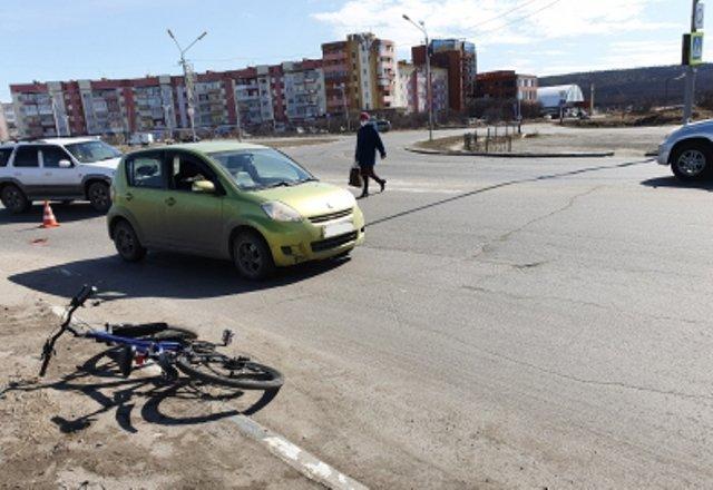 В Магадане велосипедиста сбила машина - на него составили административный протокол
