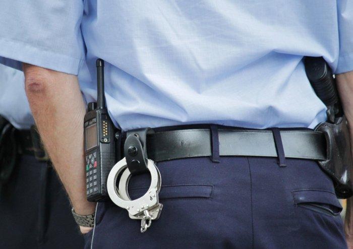 https://vostok.today/uploads/posts/2020-12/medium/1608121461_police_cop_police_uniforms_police_uniform_guard_watch_police_officers_handcuffs-957362.jpg
